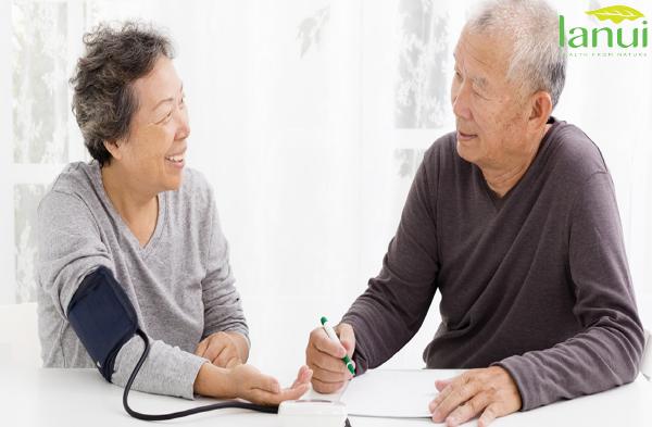 Người lớn tuổi bị cao huyết áp