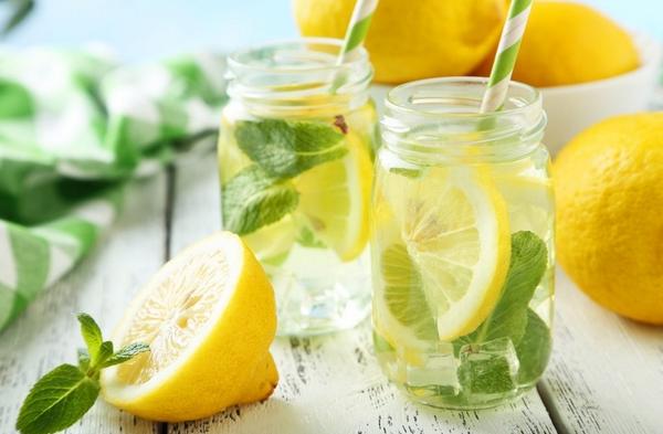 Nước chanh kiểm soát hàm lượng acid uric tỏng máu